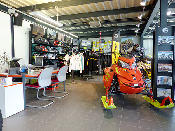Impressions Mecaconcept Power Products showroom motoneige