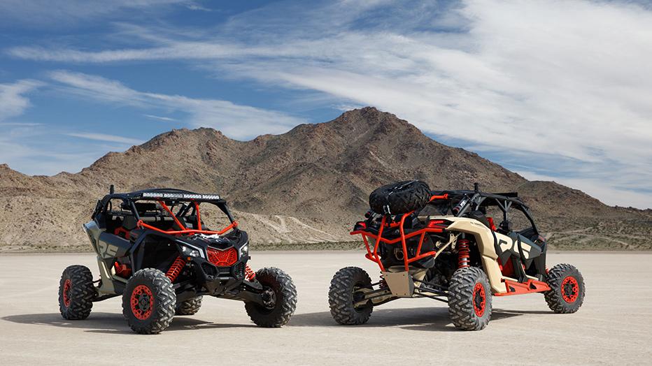 Deux Can-Am Maverick dans le désert